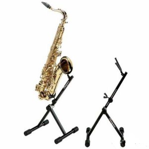 стойка с саксофоном